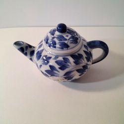 Very Small Tea Pot . Thumbnail