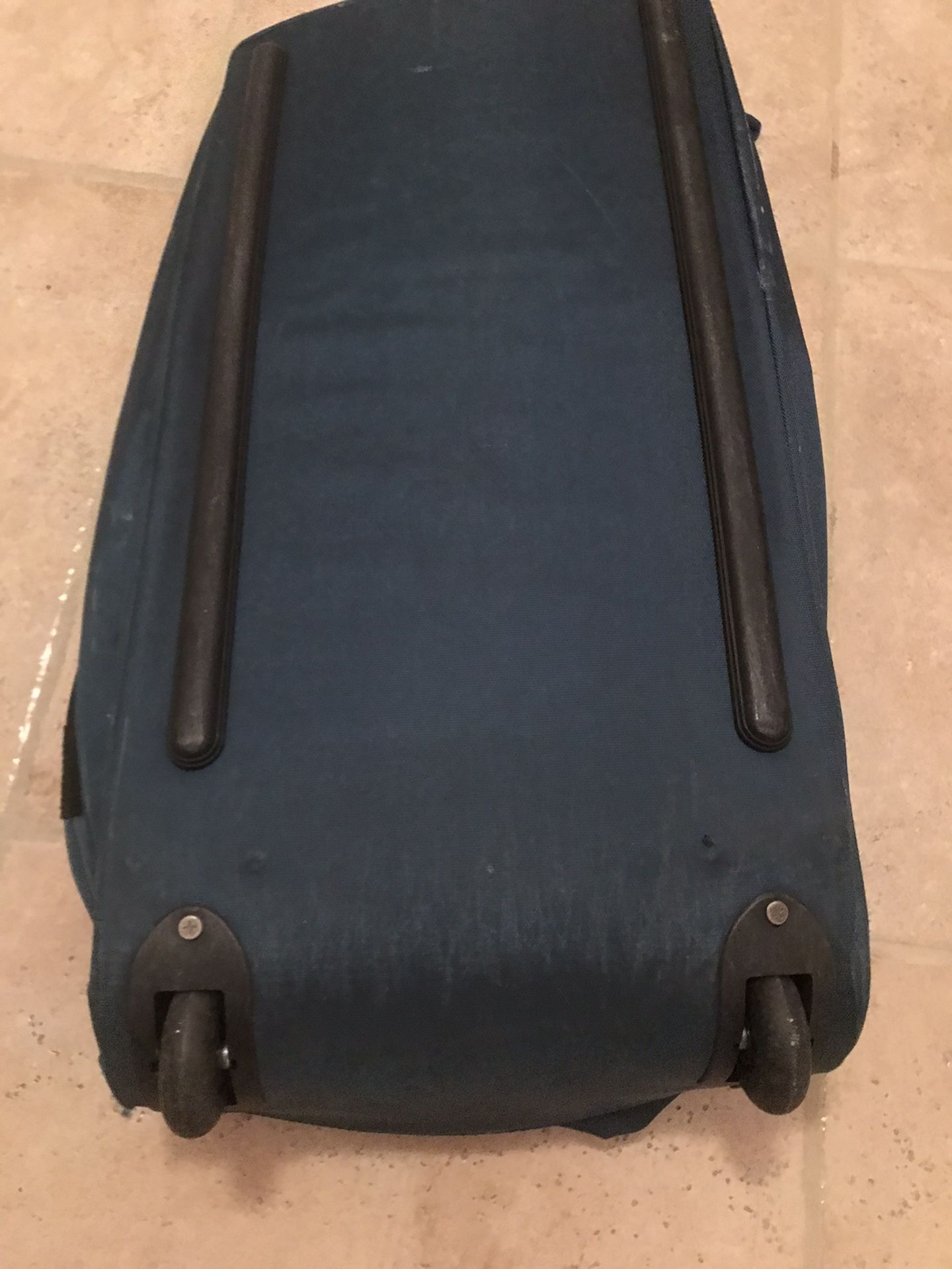 Duffle roll on big bag