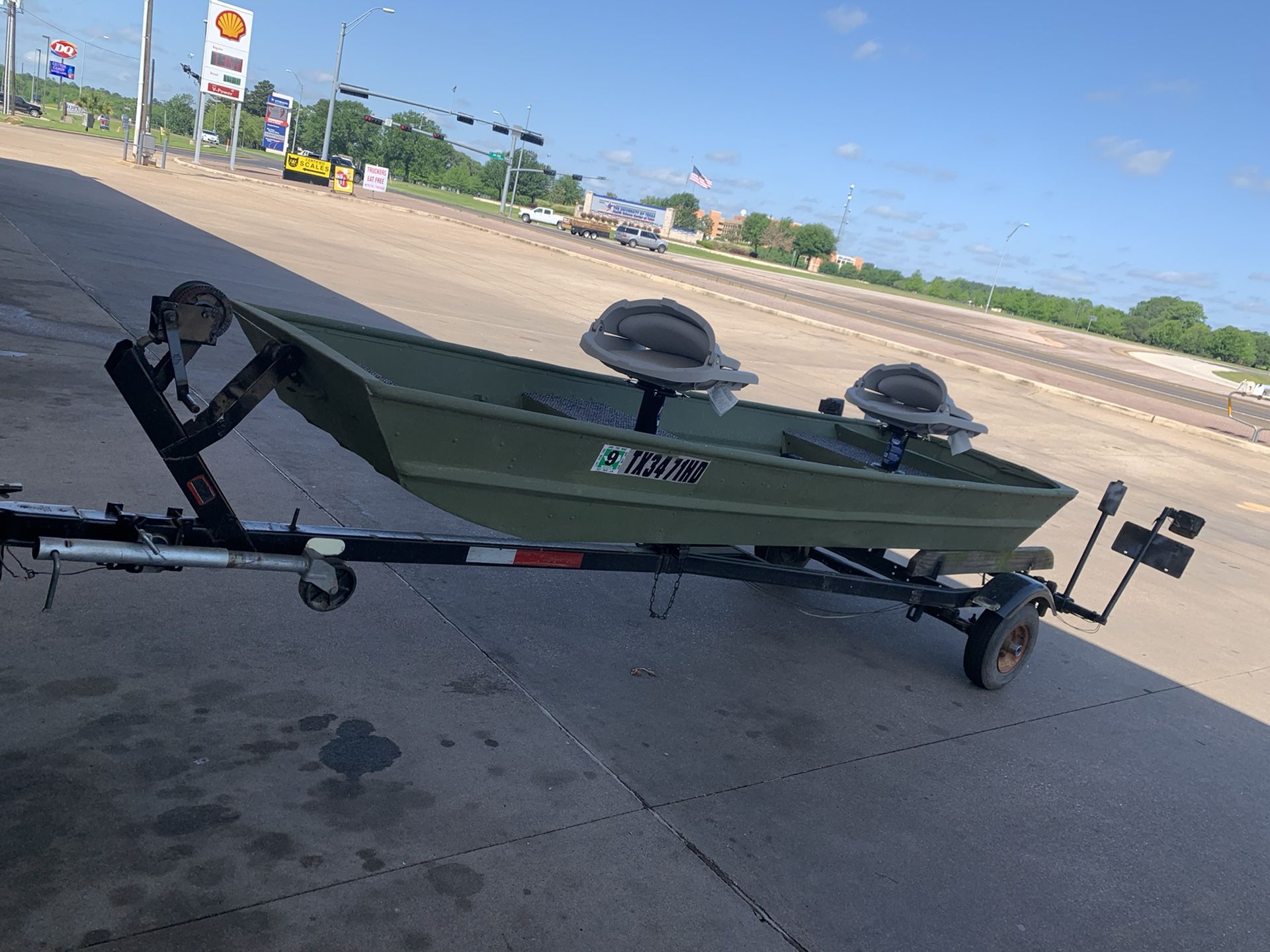 10ft john boat with trailer, trolly and 20mph motor. Clean title