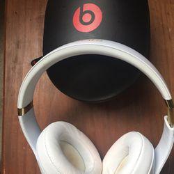 Beats Headphones (Bluetooth) Thumbnail