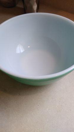 Medium size 403 Pyrex green bowl Thumbnail