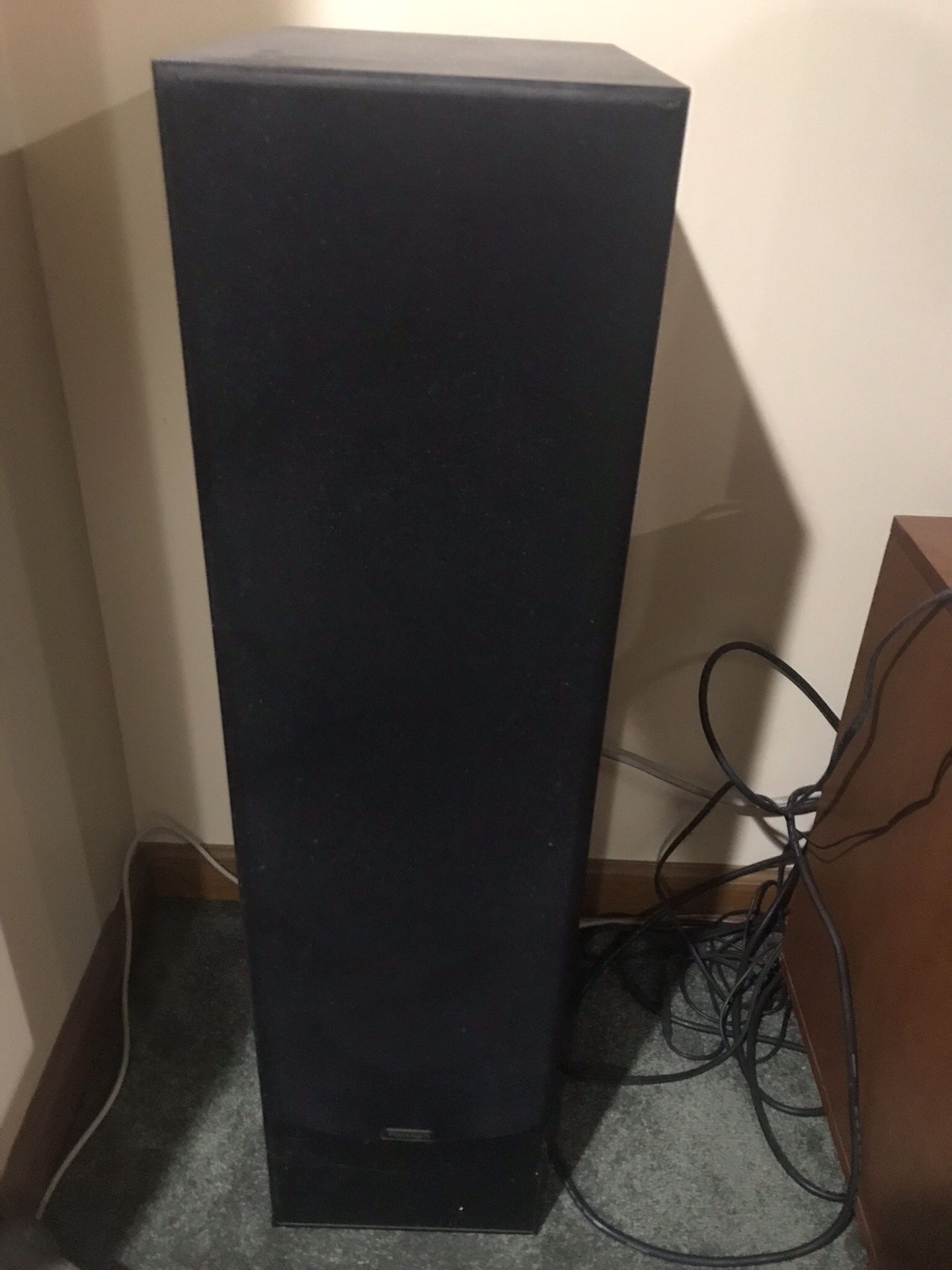 Onkyo 5.1 complete surround sound system five speakers 500 W powered sub