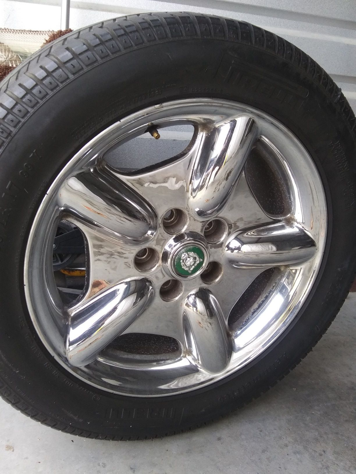Jaguar 17 inch chrome revolver rims set of 4... One tire needs to be replaced, all Pirelli! Minor scuffs but still a nice set af wheels..