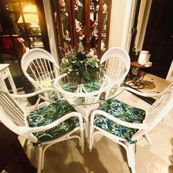 Awesome Table & 4 Chairs Thumbnail