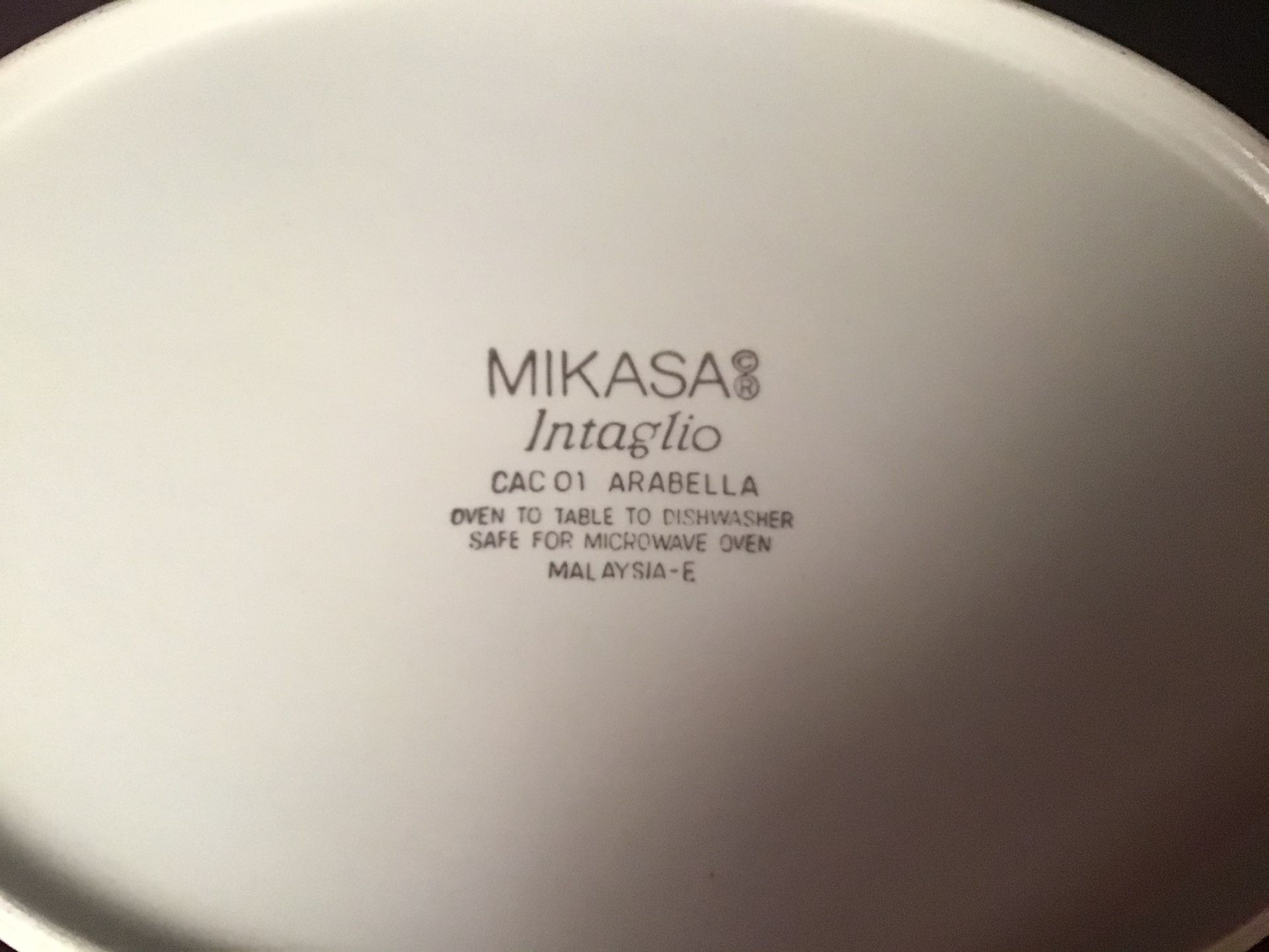 Mikasa Intaglio (5)Serving Pieces 1 med and 1 large serving bowl, 1 rectangle,1- 2 pc oval covered casserole ceramic bakeware set.
