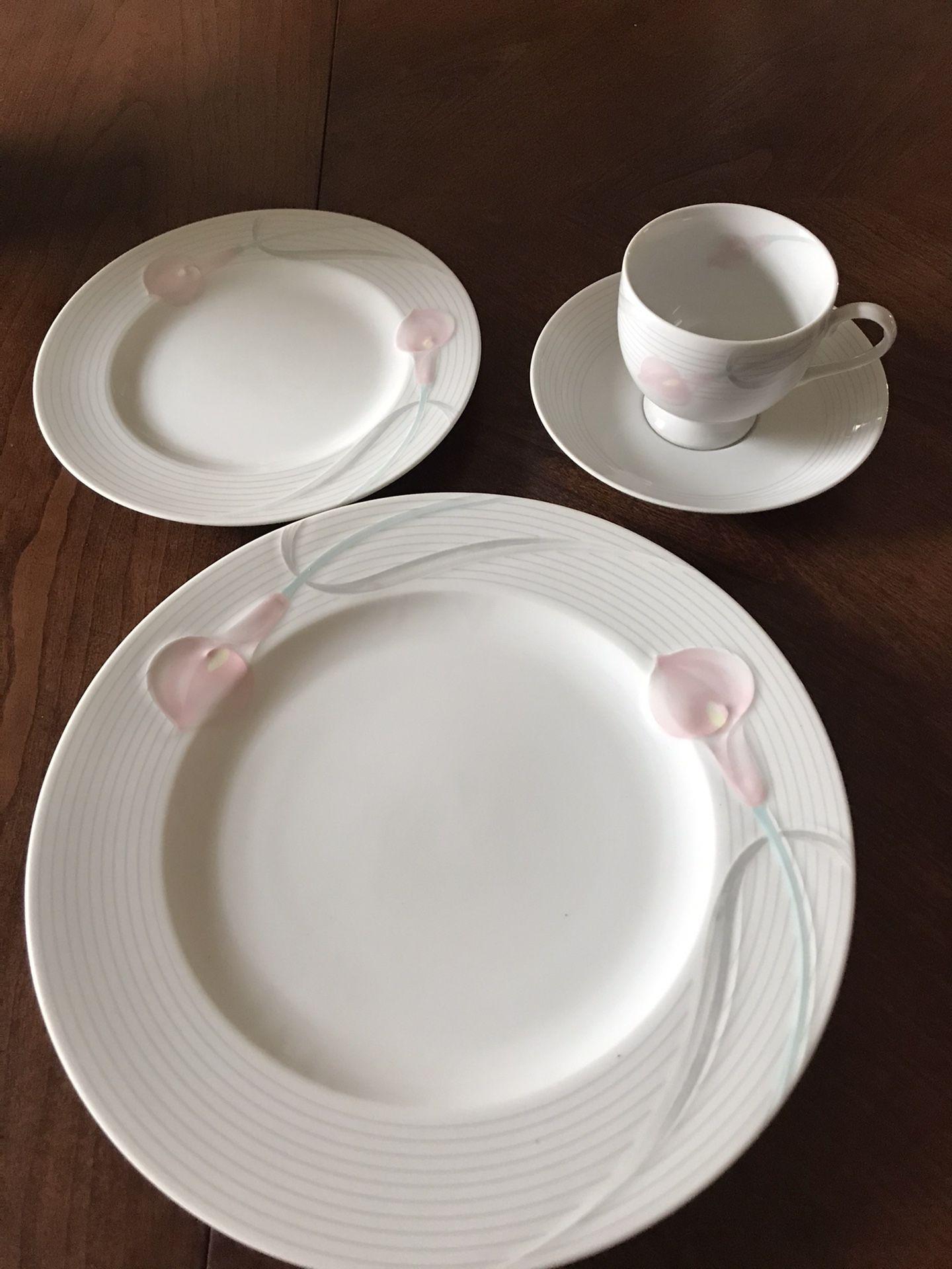 """Mikasa """"Serenade Pink"""" Fine China"""