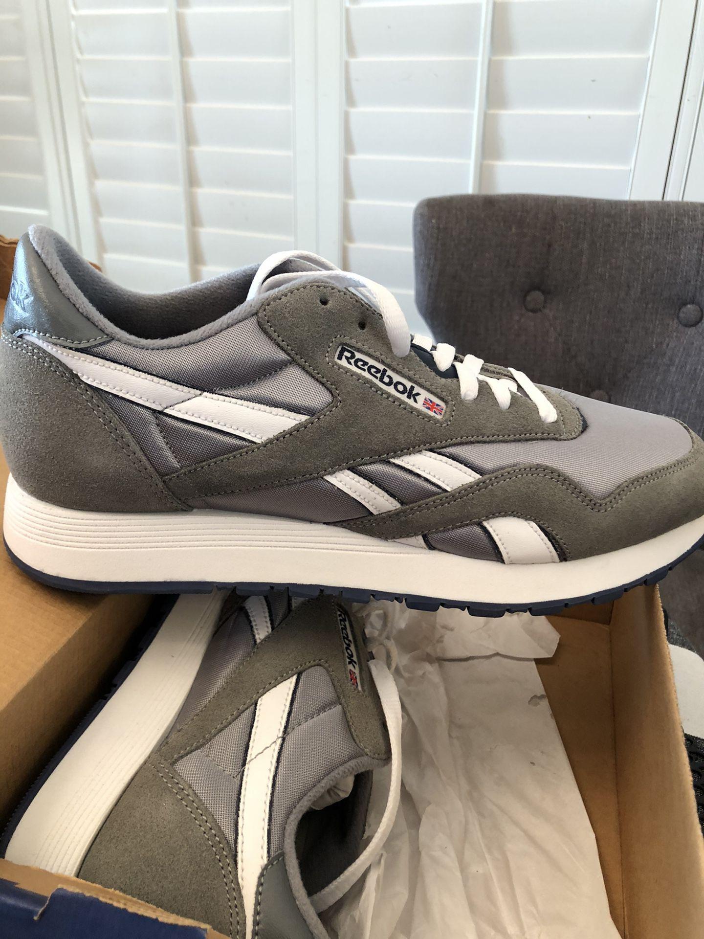 Reebok Classic Men's Shoes Size 10.5 NEW
