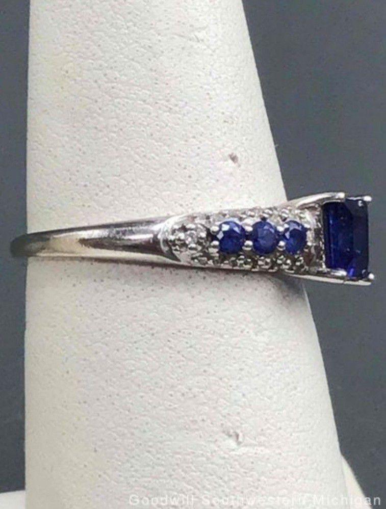 10k blue topaz ring size 6.75