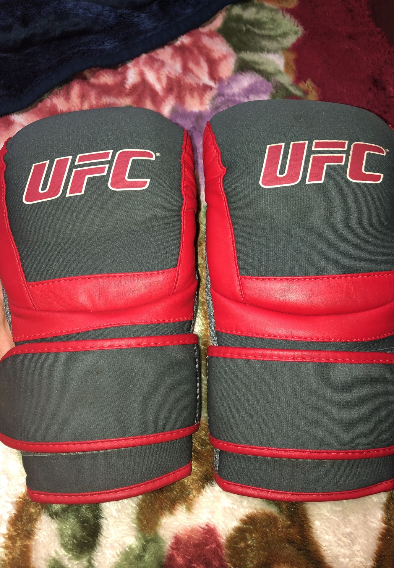 UFC ULTIMATE FIGHTING CHAMPIONSHIP BOXING GLOVES