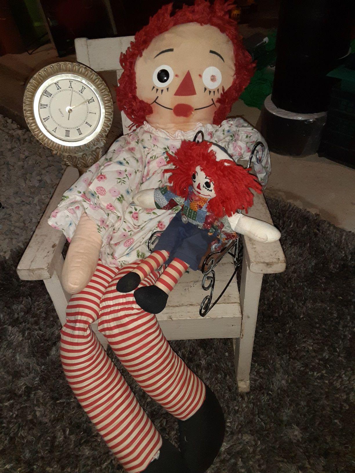 Raggedy Ann and Raggedy Andy dolls