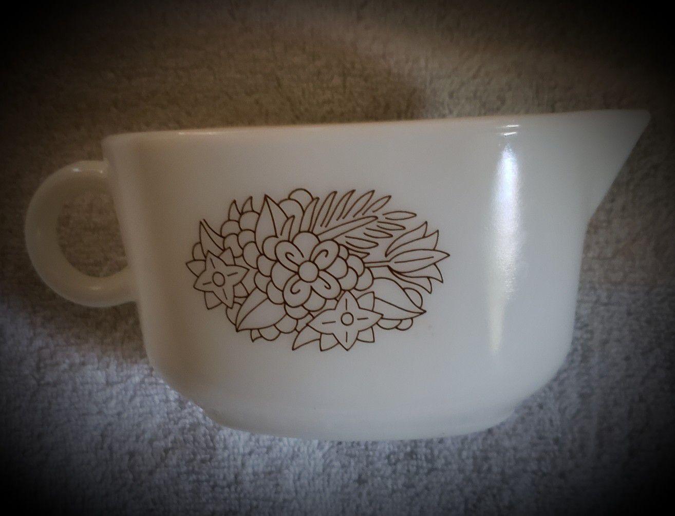 Pyrex gravy bowl