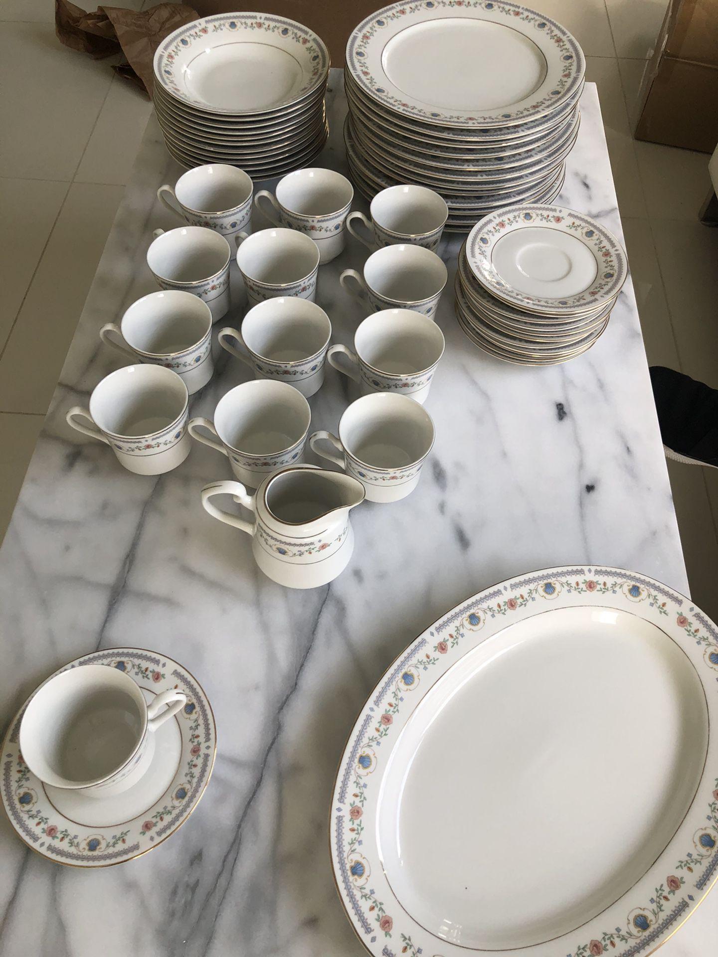 Tívoli China Dinnerware Ser #8305 (12 Person Set)