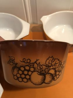 Vintage Pyrex Serving Bowls Thumbnail