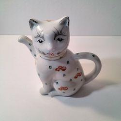 A Very Cute Cat Tea Pot . Thumbnail