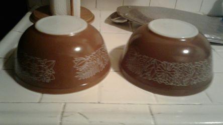 Pyrex mixing bowls $15 for both Thumbnail