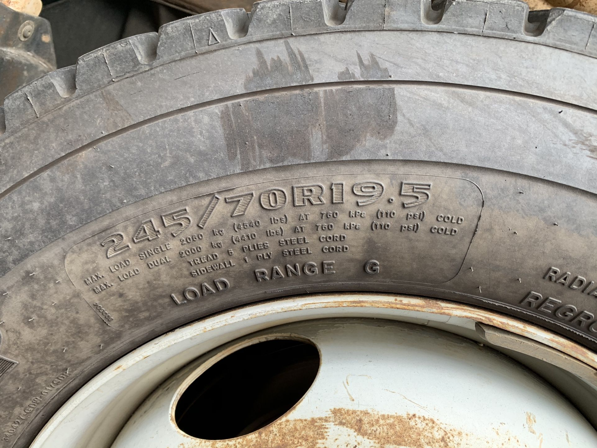 """19 1/2"""" Chevy 2500HD Whit Spacer to Fit @8lugs Nuts"""