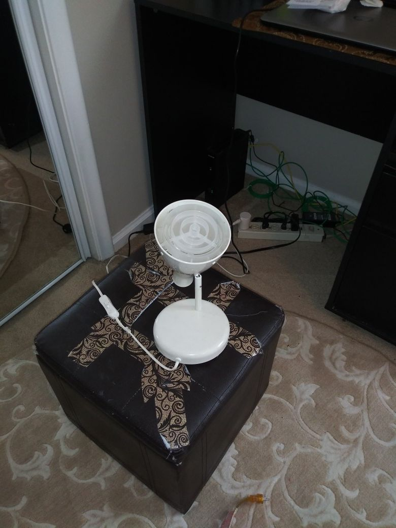 Table lamp and desk lamp
