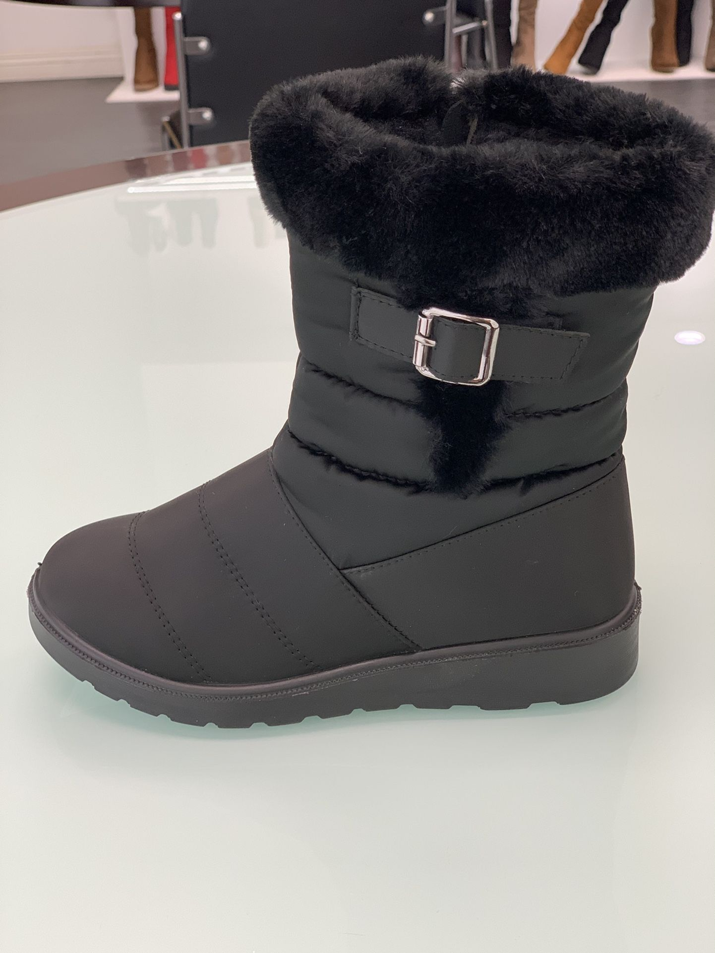 Winter Warm Snow Women's Boots Sizes 5.5, 6,6.5,7,7.5,8,8.5,9,10 ...$25 Per Pair Ask For Your Size And Color