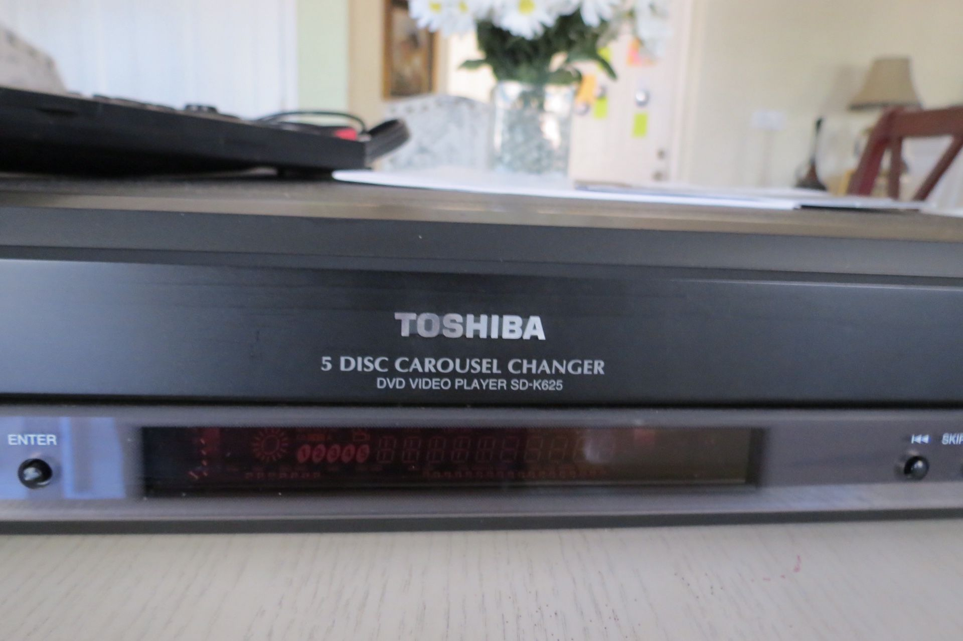 Toshiba 5 Disc DVD player with Remote AV Cord and Owner's Manual