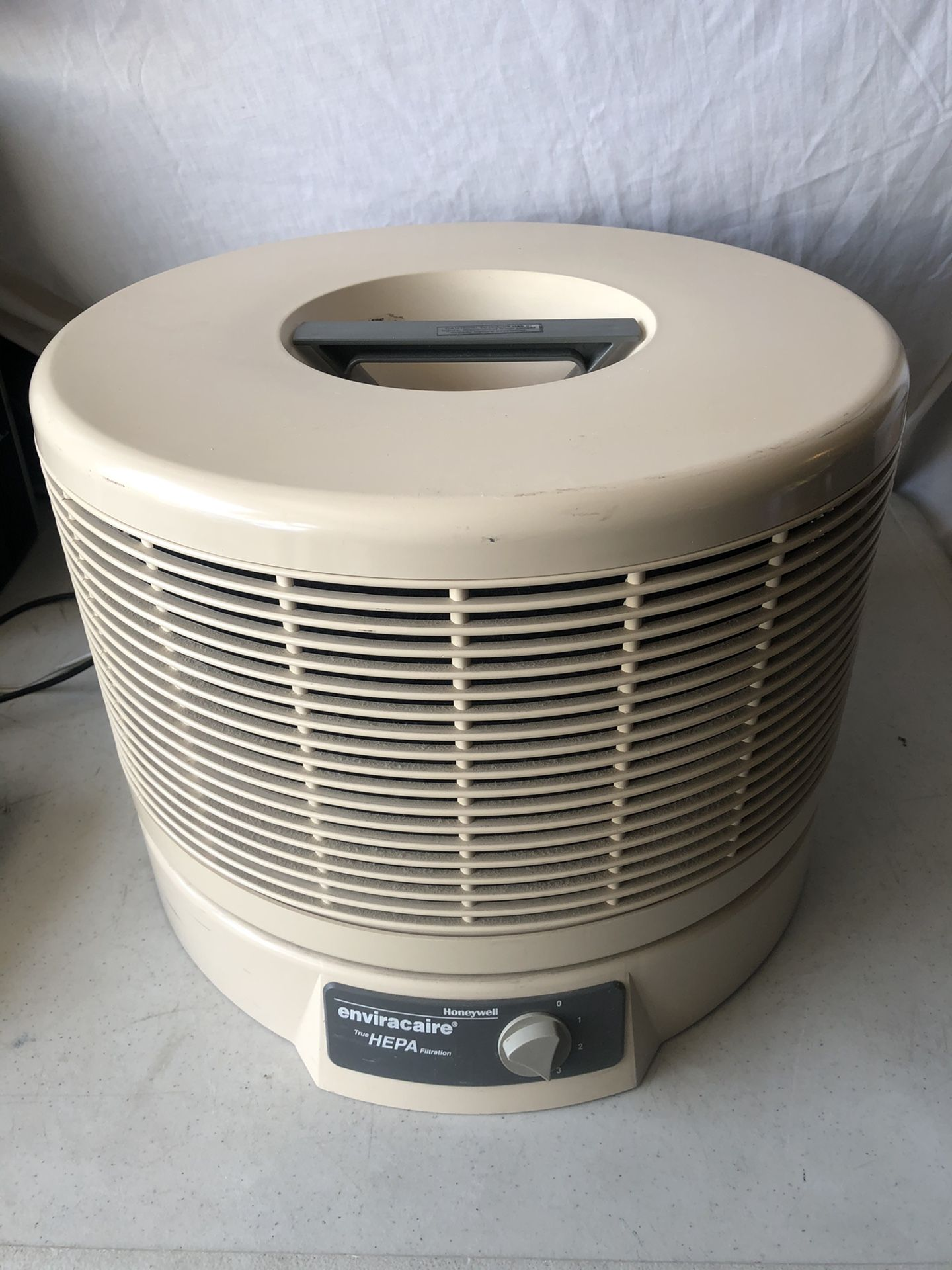 PRICE IS FIRM Honeywell 12520 HEPA Air Purifier COVERS 320 sq ft !!BRAND NEW FILTERS!! COMPLETELY CHANGES THE WHOLE AIR IN THE ROOM 6 times every hour