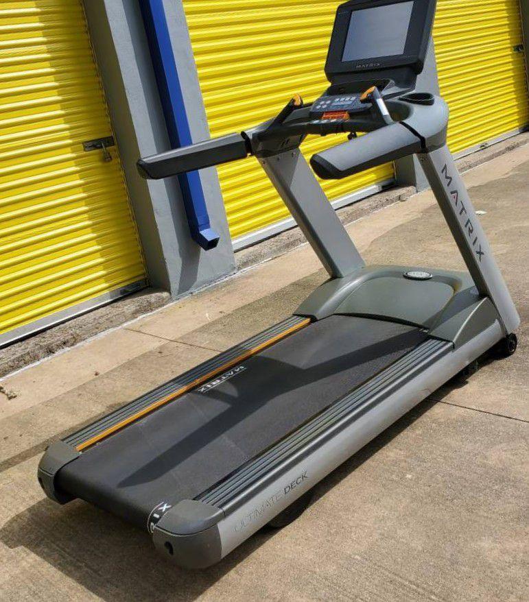 jk/Matrix T7XE Treadmill