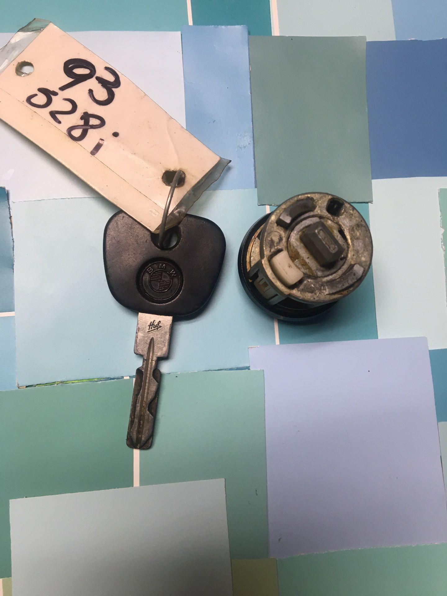 OEM 1993 BMW 528i Key And Tumbler Set