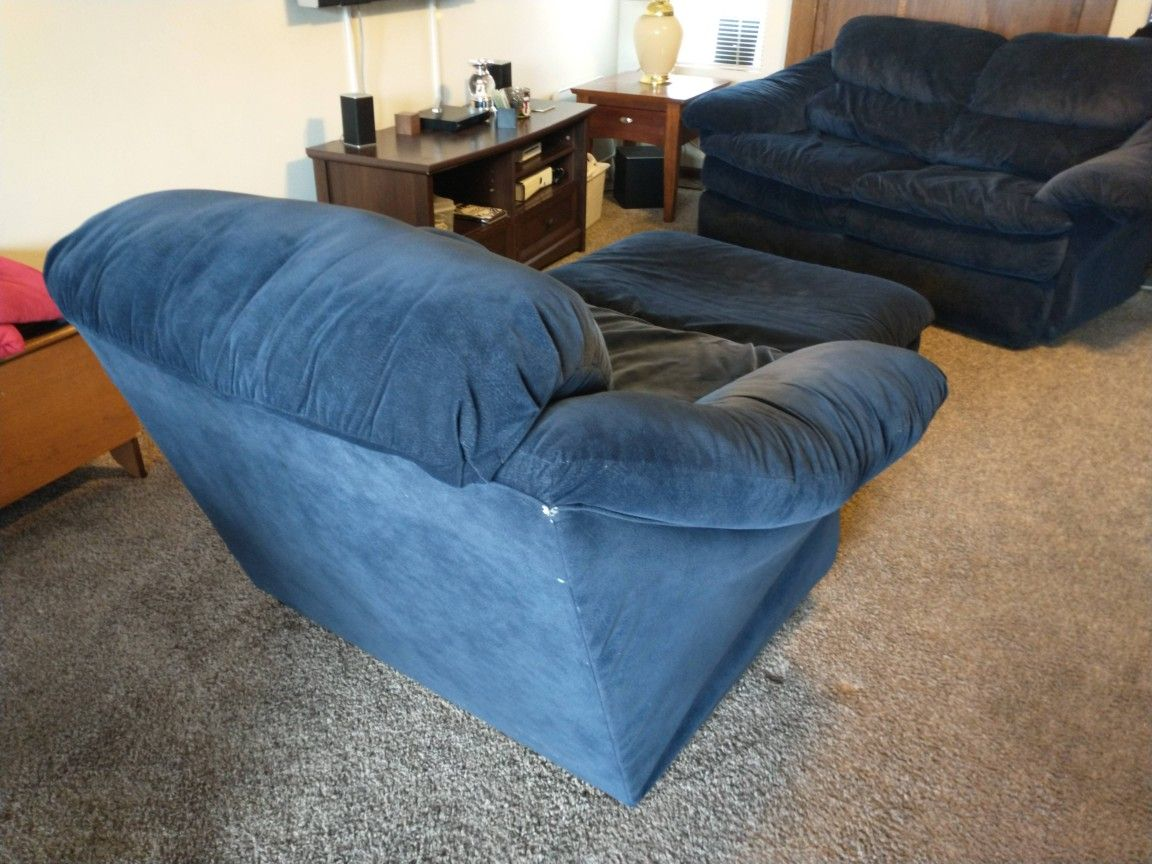 6 Piece Set.... Sofa And Love Seat And A Chair And Ottoman and 2 Lamps