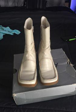 Women's size 7 boots Thumbnail