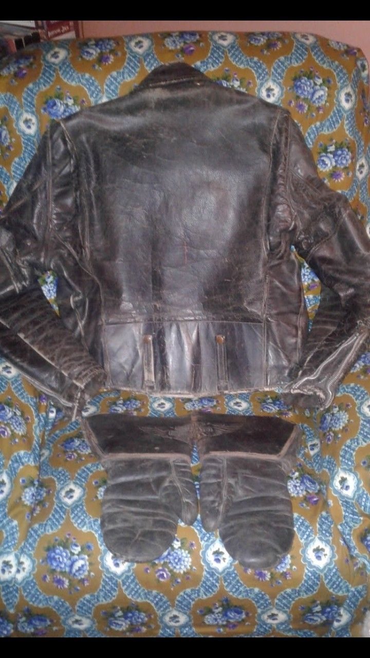 EXTREMELY RARE 1954 HARLEY DAVIDSON LEATHER JACKET WITH LEATHER GAUNTLETS