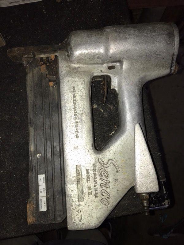 Senco pneumatic staple guns