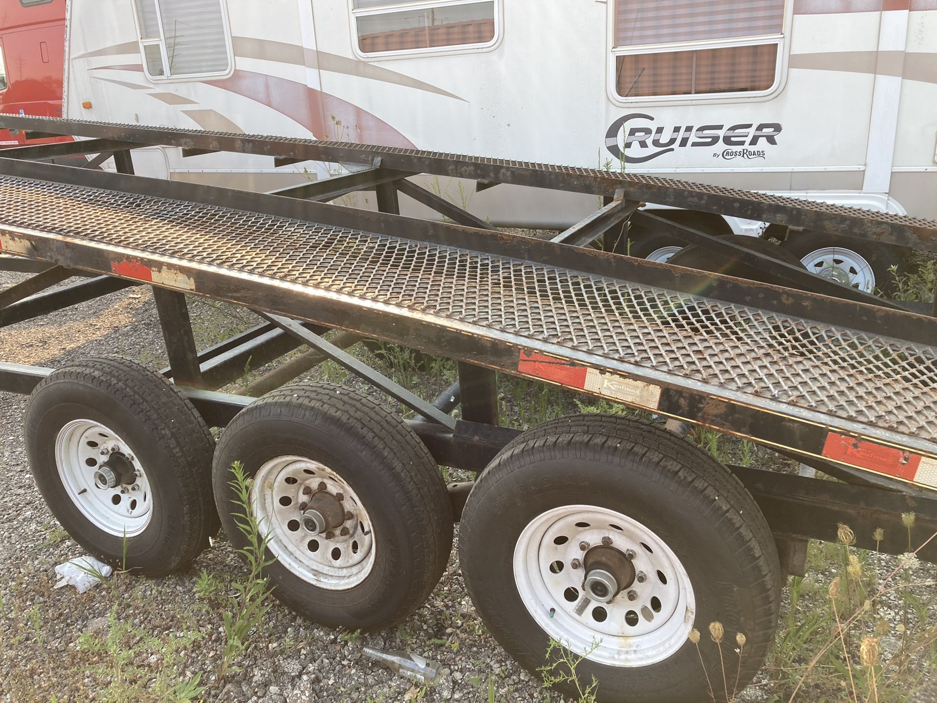 2016 Kaufman 3 car hauler trailer, in good condition, no cracks on the frame, new brakes and bearings,new tires. Ready to go on the road.