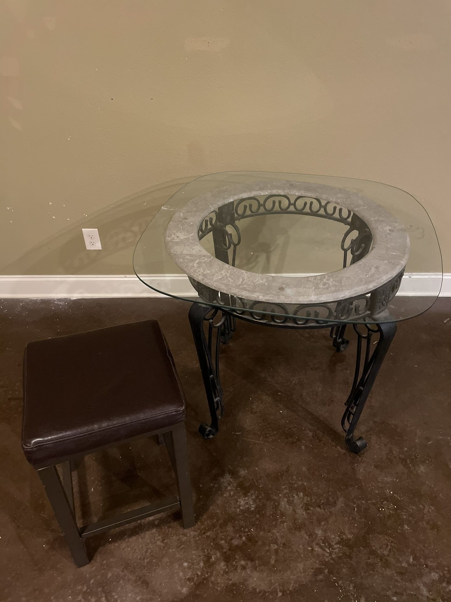 Glass table and 1 chair