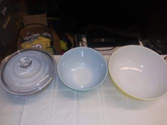 Pyrex mixing bowls Thumbnail