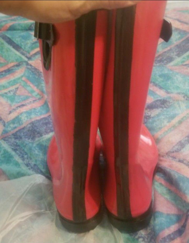 Brand New Women's Red Rain Snow Boots Size 8