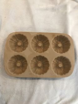 """PAMPERED CHEF FAMILY HERITAGE STONEWARE MIMI FLUTED PAN """" 1441 Thumbnail"""