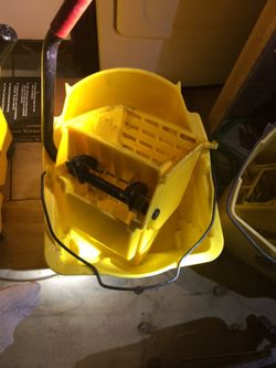Mop bucket with wringer Thumbnail