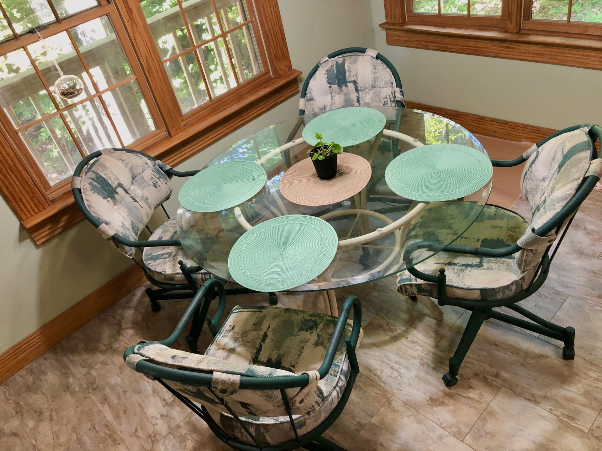 Douglas furniture kitchen / patio table + 4 chairs