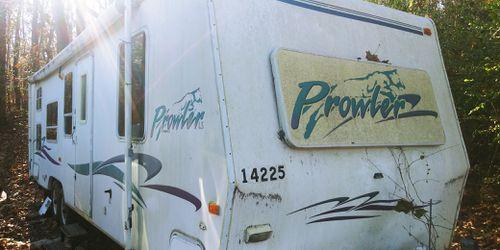 21 FT Fleetwood Prowler travel trailer Thumbnail
