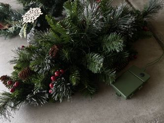 Pre-lit Garland and Centerpiece Thumbnail