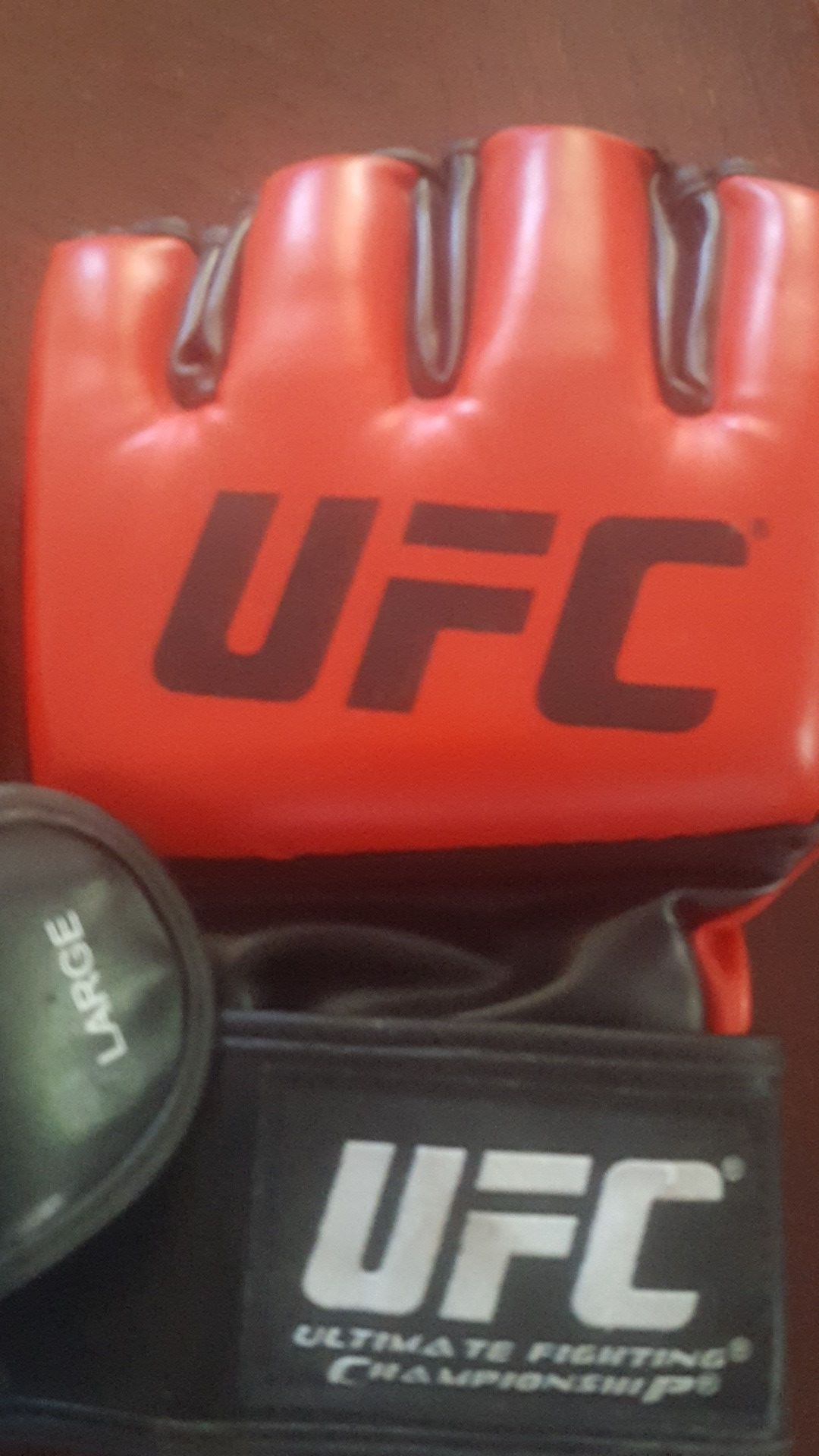 UFC SET LARGE FIGHTING GLOVES