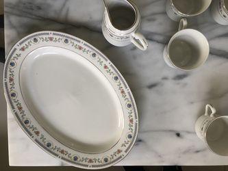 Tívoli China Dinnerware Ser #8305 (12 Person Set) Thumbnail