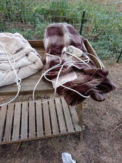 2 Electric Blankets Thumbnail