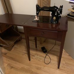 Antique Vintage Singer Sewing Machine in Cabinet Thumbnail