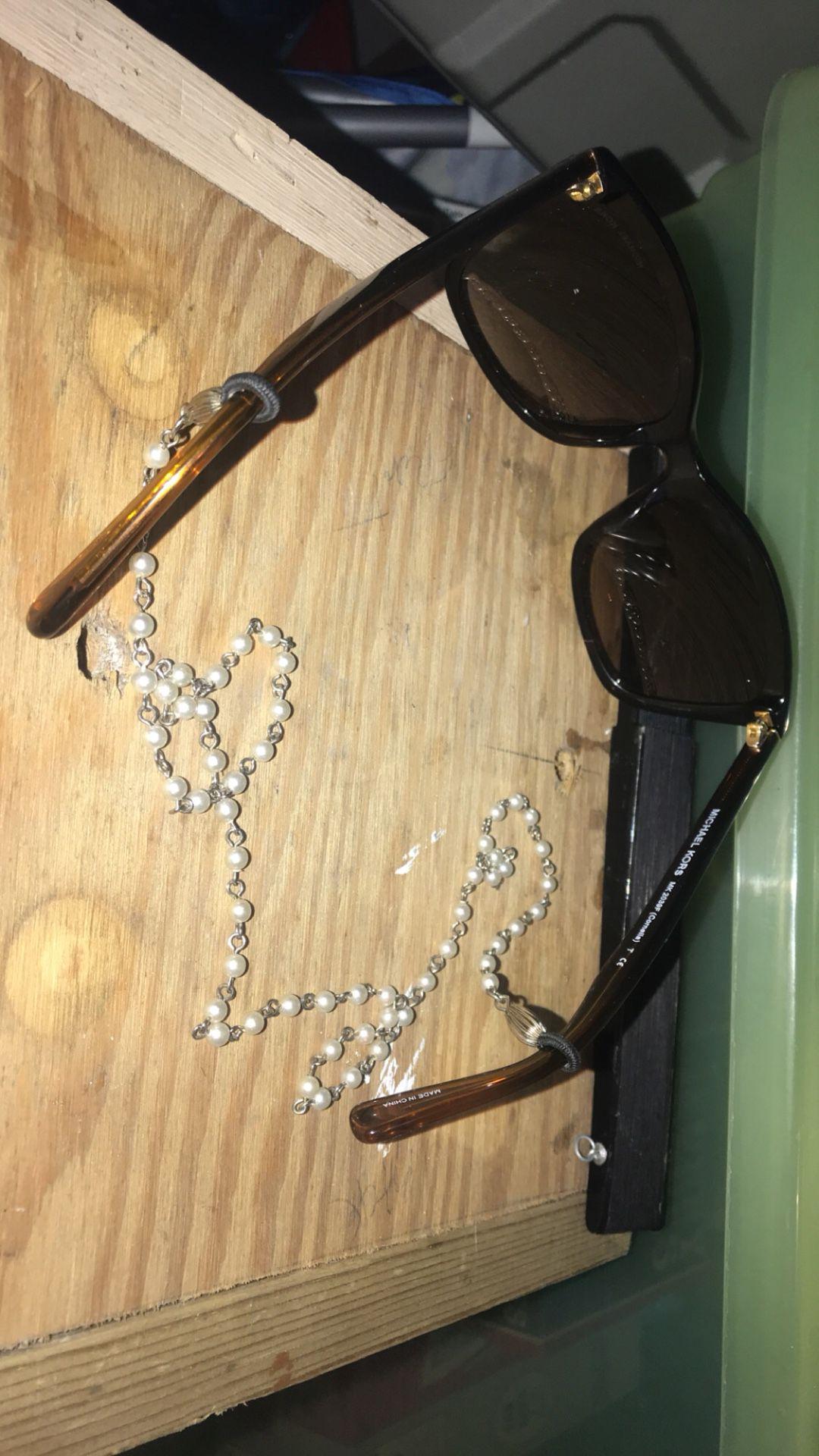 Vintage pearl & silver glasses necklace holder