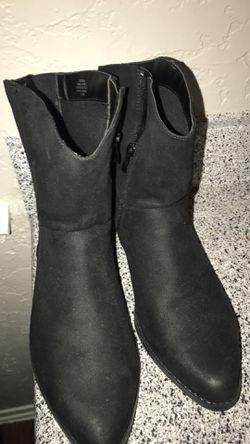 Black ankle boots Thumbnail
