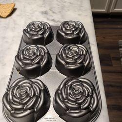 Bundt pans / cupcake pan Rose Bud FIRM PRICE LIKE NEW  Thumbnail