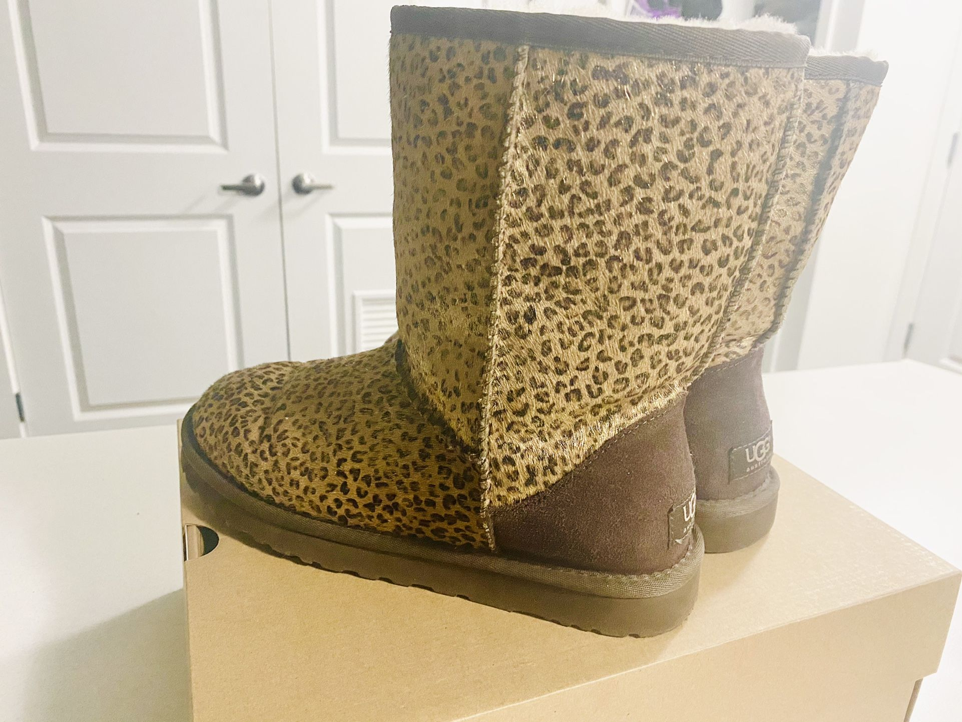 LIMITED EDITION GOLD LEOPARD UGG BOOTS SIZE 8 Women