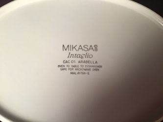Mikasa Intaglio (5)Serving Pieces 1 med and 1 large serving bowl, 1 rectangle,1- 2 pc oval covered casserole ceramic bakeware set. Thumbnail