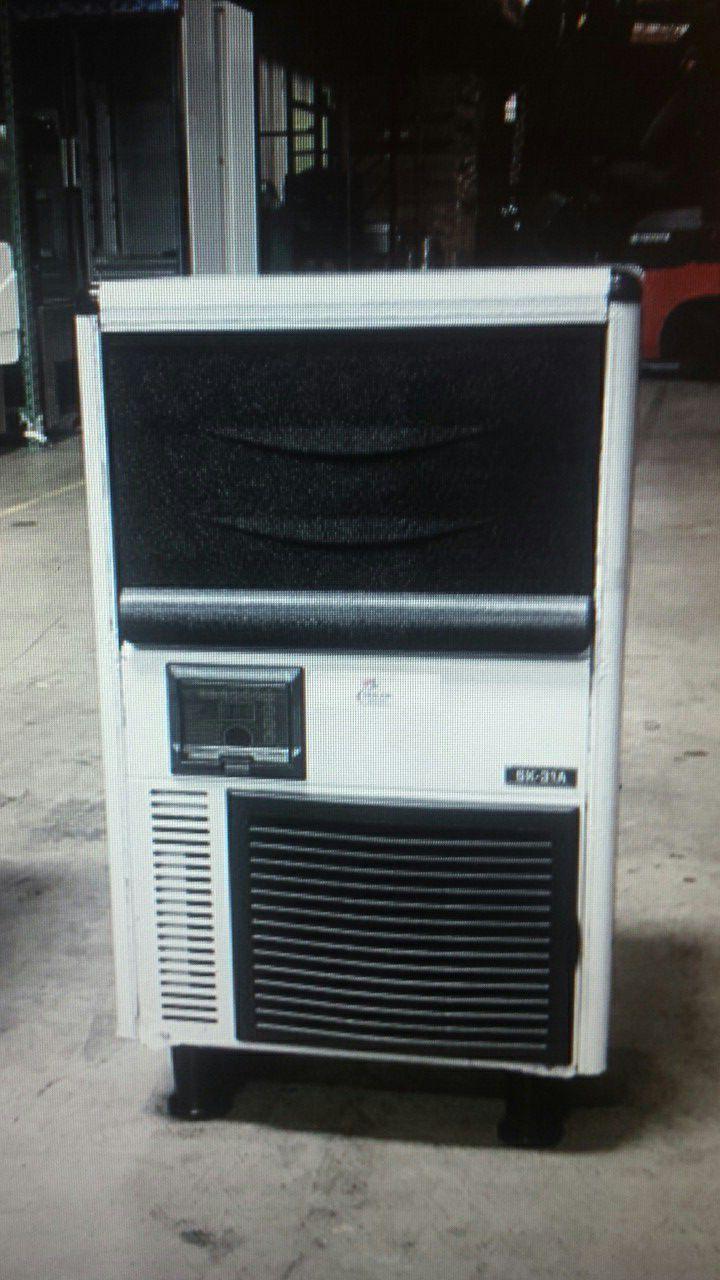 NSF 68lb coolerdepot ice maker sk31a