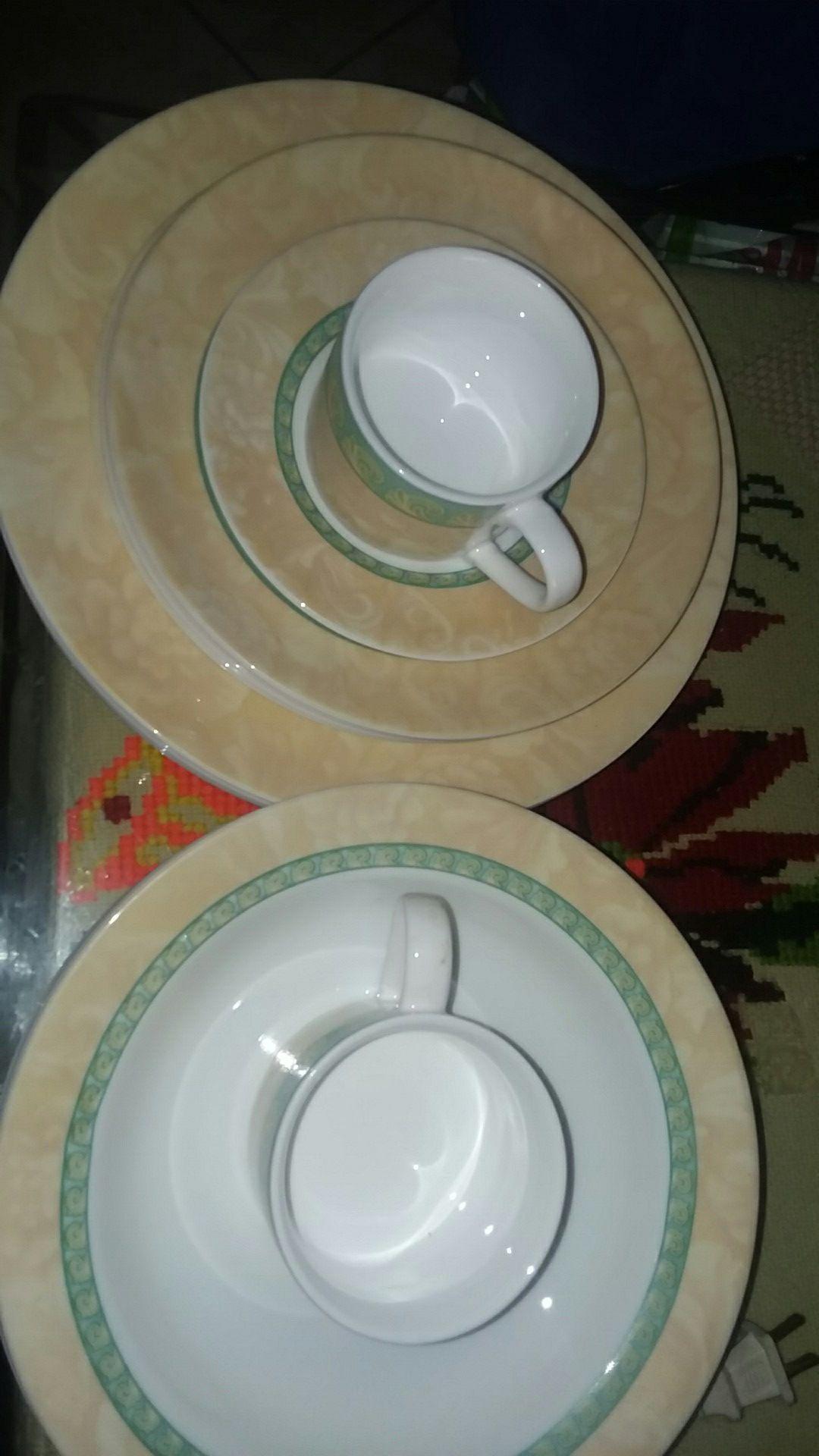 CORNINGWARE DINNERWARE PLATES BOWLS CUPS SET FLORAL LEAF BEAUTIFUL DESIGH